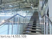 Интерьер - лестница в промышленном помещении. Стоковое фото, фотограф Наталья Белякова / Фотобанк Лори