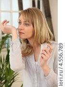 Купить «Девушка вдыхает аромат духов», фото № 4556789, снято 3 марта 2010 г. (c) Phovoir Images / Фотобанк Лори