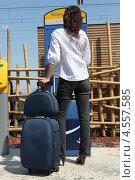 Купить «Девушка с дорожной сумкой. Вид со спины», фото № 4557585, снято 15 апреля 2010 г. (c) Phovoir Images / Фотобанк Лори