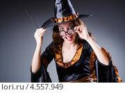 Ведьма в колпаке, Хелоувин. Стоковое фото, фотограф Elnur / Фотобанк Лори
