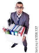 Купить «Бизнесмен держит коробку с офисными принадлежностями», фото № 4558137, снято 19 января 2013 г. (c) Elnur / Фотобанк Лори