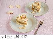 Два пирожных. Стоковое фото, фотограф Лидия Шляховская (Lidia Sleahovscaia) / Фотобанк Лори