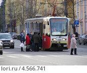 Купить «Посадка пассажиров в трамвай № 34, Первомайская улица, район Измайлово, Москва», эксклюзивное фото № 4566741, снято 12 апреля 2013 г. (c) lana1501 / Фотобанк Лори