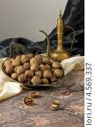 Купить «Натюрморт с грецкими орехами», фото № 4569337, снято 4 февраля 2013 г. (c) Eve Voevoda / Фотобанк Лори