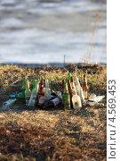 Мусор на берегу реки Волги (2013 год). Редакционное фото, фотограф Мария Семечкова / Фотобанк Лори