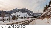 Купить «Трамвай на фоне берегового водосброса Саяно-Шушенской электростанции», фото № 4569805, снято 16 января 2013 г. (c) Сергей Крылов / Фотобанк Лори