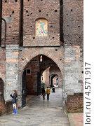 Купить «Вход в замок Сфорцеско в Милане», фото № 4571917, снято 13 марта 2013 г. (c) Окунев Александр Владимирович / Фотобанк Лори