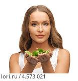 Купить «Стройная девушка с листьями свежего шпината», фото № 4573021, снято 8 декабря 2012 г. (c) Syda Productions / Фотобанк Лори