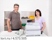Купить «Двое продавцов в магазине возле кассового аппарата», фото № 4573505, снято 4 марта 2012 г. (c) Андрей Попов / Фотобанк Лори