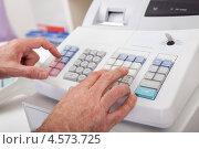 Купить «Руки кассира на кассовом аппарате», фото № 4573725, снято 4 марта 2012 г. (c) Андрей Попов / Фотобанк Лори