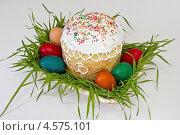 Пасхальный кулич в плетёной вазе с яйцами. Стоковое фото, фотограф Пётр Квашин / Фотобанк Лори