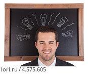 Купить «Портрет бизнесмена на фоне черной доски - концепция свежей идеи», фото № 4575605, снято 6 мая 2012 г. (c) Андрей Попов / Фотобанк Лори