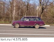 Купить «Жигули ВАЗ-2104 на дороге в движении», фото № 4575805, снято 29 апреля 2013 г. (c) Павел Кричевцов / Фотобанк Лори