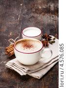 Купить «Кофе с молоком и специями на деревянном столе», фото № 4576085, снято 27 апреля 2013 г. (c) Лисовская Наталья / Фотобанк Лори