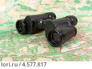 Купить «Армейский полевой бинокль на карте», фото № 4577817, снято 22 сентября 2018 г. (c) FotograFF / Фотобанк Лори