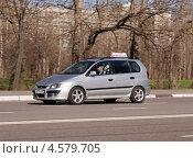 Купить «Mitsubishi Colt в качестве учебного автомобиля», фото № 4579705, снято 29 апреля 2013 г. (c) Павел Кричевцов / Фотобанк Лори