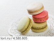 Традиционный французский десерт макаруны, фото № 4580805, снято 1 мая 2013 г. (c) Архипова Мария / Фотобанк Лори