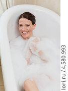 Купить «Шатенка принимает ванну с пеной», фото № 4580993, снято 7 ноября 2010 г. (c) Wavebreak Media / Фотобанк Лори