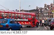 Купить «Голландия. Туристический автобус Амстердама», фото № 4583137, снято 8 апреля 2013 г. (c) Виктория Катьянова / Фотобанк Лори