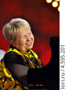 Александра Пахмутова (2009 год). Редакционное фото, фотограф Супронёнок Игорь Владимирович / Фотобанк Лори