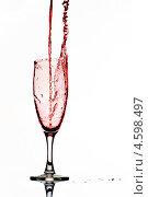 Купить «Красное вино льется в бокал», фото № 4598497, снято 10 января 2011 г. (c) photoff / Фотобанк Лори