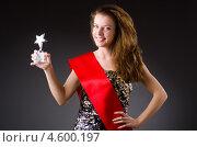 Купить «Женщина с призом в руке выиграла конкурс красоты», фото № 4600197, снято 10 ноября 2012 г. (c) Elnur / Фотобанк Лори