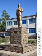 Памятник Ленину в Дмитриевской (2013 год). Редакционное фото, фотограф Игорь Веснинов / Фотобанк Лори
