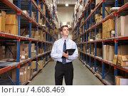 Купить «Бизнесмен с планшетом на складе», фото № 4608469, снято 27 октября 2012 г. (c) Monkey Business Images / Фотобанк Лори