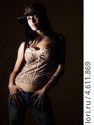 Сексуальная девушка на темном фоне. Стоковое фото, фотограф Константин Блохин / Фотобанк Лори