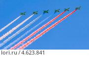 Купить «Триколор над Красной площадью. Фронтовые штурмовики С-25 рисуют российский флаг на параде 9 мая 2013 года в Москве», эксклюзивное фото № 4623841, снято 9 мая 2013 г. (c) Литвяк Игорь / Фотобанк Лори