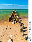Купить «Песок, море, волнорез...», фото № 4629989, снято 4 мая 2013 г. (c) Сергей Трофименко / Фотобанк Лори