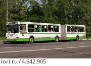 Купить «Пассажирский автобус на маршруте», фото № 4642905, снято 17 мая 2013 г. (c) Павел Кричевцов / Фотобанк Лори