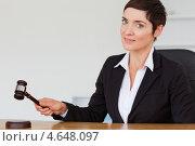Купить «Деловая женщина позирует на камеру с судейским молотком в руке», фото № 4648097, снято 17 июня 2011 г. (c) Wavebreak Media / Фотобанк Лори