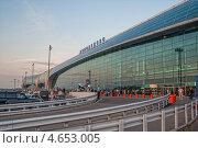 Купить «Фасад аэропорта Домодедово перед закатом», эксклюзивное фото № 4653005, снято 15 ноября 2019 г. (c) Сайганов Александр / Фотобанк Лори