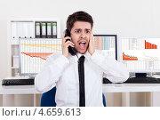 Купить «Маклер в белой рубашке играет на бирже по телефону», фото № 4659613, снято 13 октября 2012 г. (c) Андрей Попов / Фотобанк Лори