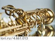 Клапаны золотистого саксофона сопрано. Стоковое фото, фотограф Александр Дубровский / Фотобанк Лори