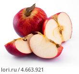 Купить «Красные яблоки», фото № 4663921, снято 25 мая 2013 г. (c) Литвяк Игорь / Фотобанк Лори