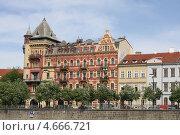Вид на исторический центр Праги c реки Влатвы (2013 год). Редакционное фото, фотограф Анна Романова / Фотобанк Лори