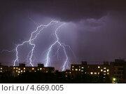 Купить «Молнии над городскими крышами», эксклюзивное фото № 4669005, снято 15 мая 2013 г. (c) Dmitry29 / Фотобанк Лори