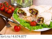 Шаурма с овощами. Стоковое фото, фотограф Анастасия Мелешкина / Фотобанк Лори