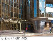 Купить «Вход в здание Департамента имущества города Москвы», эксклюзивное фото № 4681405, снято 30 мая 2013 г. (c) Зобков Георгий / Фотобанк Лори
