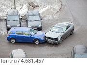 Купить «Столкновение автомобилей на повороте», фото № 4681457, снято 26 марта 2013 г. (c) Кекяляйнен Андрей / Фотобанк Лори