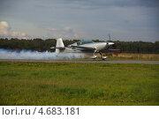 Взлетающий самолет (2012 год). Редакционное фото, фотограф Барабанов Максим / Фотобанк Лори