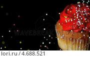 Купить «Colourful sprinkles pouring onto cupcake on black surface», видеоролик № 4688521, снято 23 июля 2019 г. (c) Wavebreak Media / Фотобанк Лори