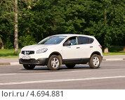 Купить «Nissan Qashqai - японский автомобиль в движении», фото № 4694881, снято 31 мая 2013 г. (c) Павел Кричевцов / Фотобанк Лори