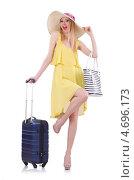 Купить «Девушка в летней одежде и с багажом отправляется в отпуск», фото № 4696173, снято 1 мая 2013 г. (c) Elnur / Фотобанк Лори