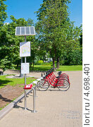 Купить «Москва. Пункт проката велосипедов», эксклюзивное фото № 4698401, снято 30 мая 2013 г. (c) Зобков Георгий / Фотобанк Лори