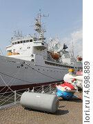 Купить «Судно у Музея мирового океана», эксклюзивное фото № 4698889, снято 31 мая 2013 г. (c) Ната Антонова / Фотобанк Лори