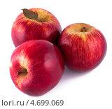 Купить «Три красных яблока на белом фоне», фото № 4699069, снято 25 мая 2013 г. (c) Литвяк Игорь / Фотобанк Лори