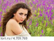 Купить «Портрет привлекательной молодой женщины на цветущем поле», фото № 4709769, снято 26 мая 2012 г. (c) Сергей Сухоруков / Фотобанк Лори